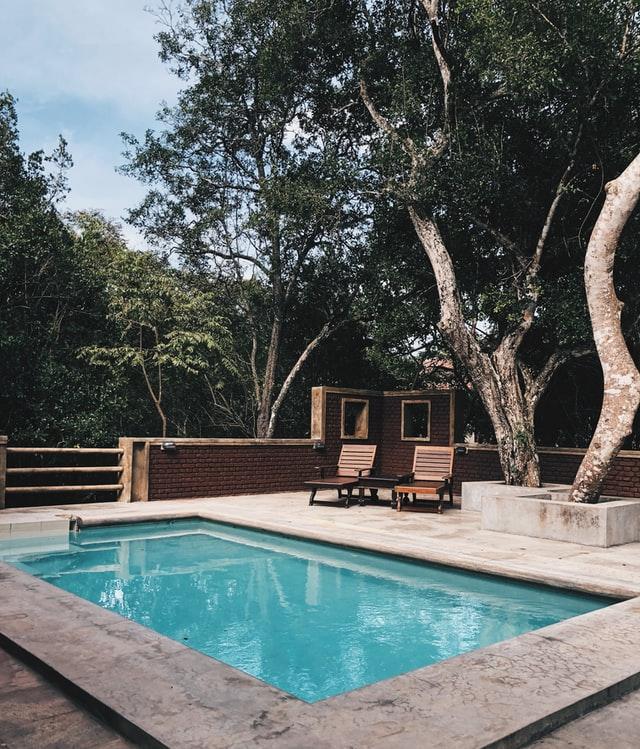 De aanleg van een zwembad: waar moet je rekening mee houden?
